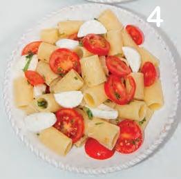 Pasta fredda con pomodorini, ciliegine e basilico