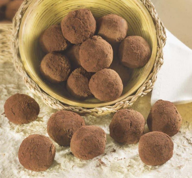 Tartufi di mascarpone e cacao aromatizzati all'arancia