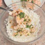 Insalata di riso con salmone e pesto al basilico