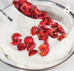 Semifreddo allo yogurt e ciliegie con meringa