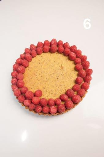 Crostata con farcia ai pistacchi e lamponi freschi