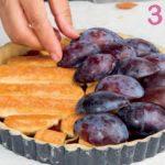 Crostata con confettura di prugne e prugne fresche