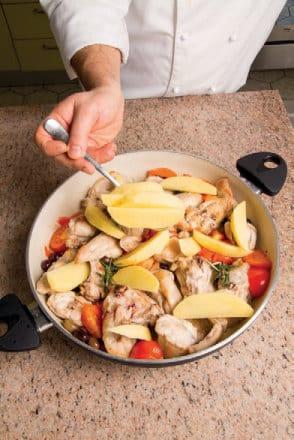 Coniglio al forno con capperi, olive e patate