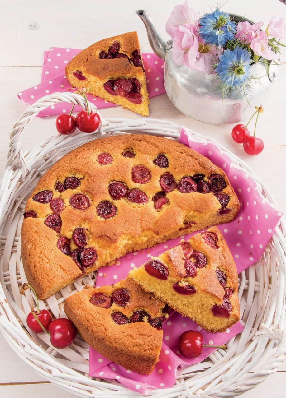 Torta rustica con farina di mandorle e ciliegie