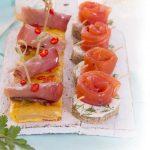 Tapas con tonno affumicato e tartine con rosa di salmone