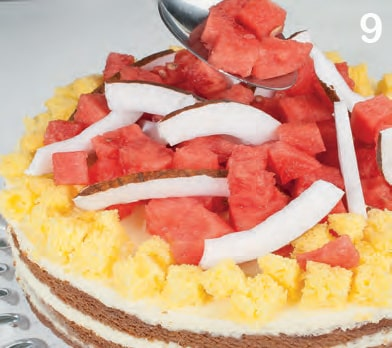 Torta mimosa al cocco con pezzetti di anguria