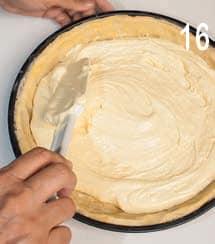 Crostata ripiena di pan di Spagna con miele e frutta