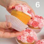 Cupcake con rose di ghiaccia per la festa della mamma