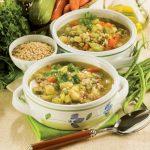 Minestra di riso integrale con mix di verdure