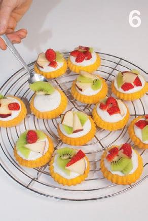 Dolci tartine alla crema di ricotta e frutta fresca