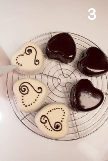 Tortine glassate al cioccolato bianco e fondente