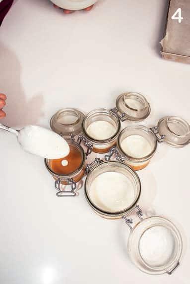 Crema di yogurt e vaniglia con pesche e albicocche