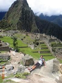 In alto Luca Motto in Piazza San Pietro. Sopra durante un viaggio a Machu Picchu