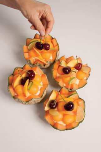 Bavarese al melone cantalupo con macedonia di frutta