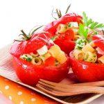Pasta nel pomodoro con peperoni e pecorino