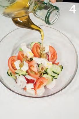 Insalata mista del Mediterraneo con feta e olive