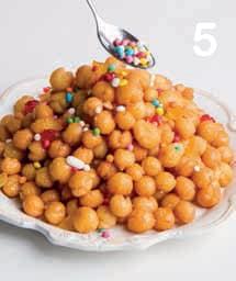 Struffoli napoletani: i dolci al miele di Natale