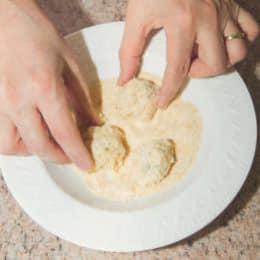 Insalatone con polpette di pollo e ravanelli