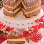 Torta golosa al cioccolato con confettura di ciliegie