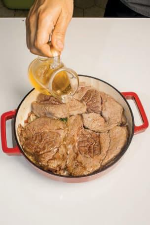 Carbonnade di manzo con cipolle e pancetta: ricetta del Belgio