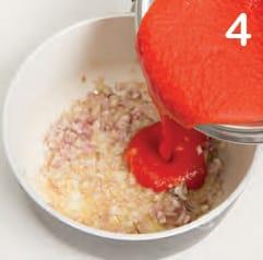 Arrosto con salsa fresca allo yogurt e salsina piccante di pomodoro
