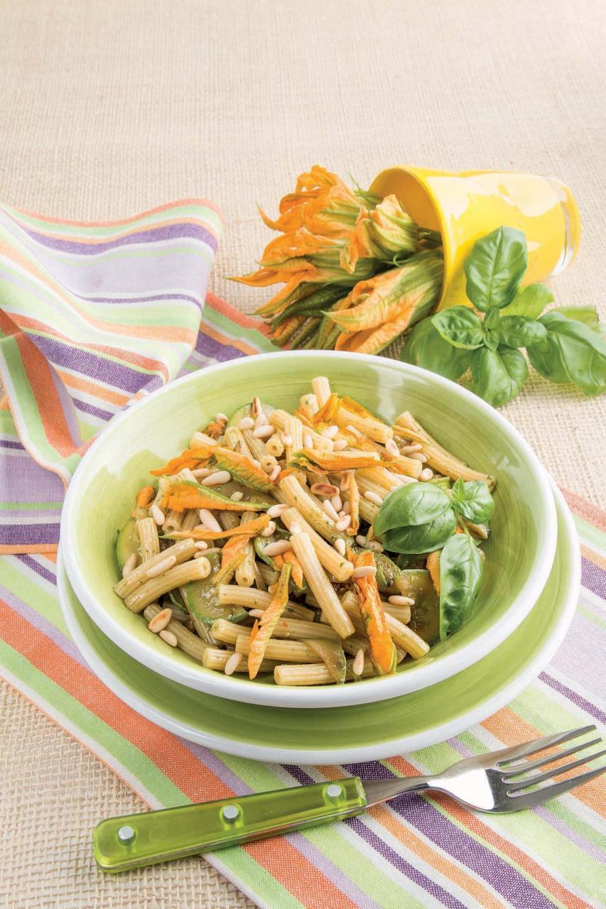Sedanini pasta al pesto e fiori di zucchine