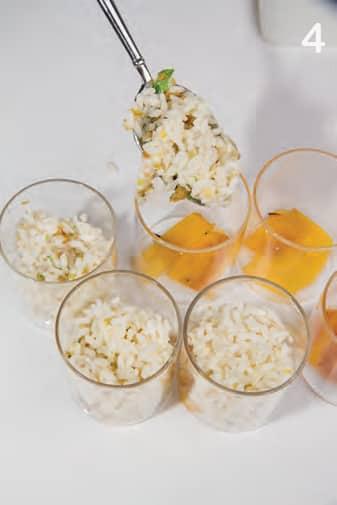 Insalata di riso e sogliole servita nel bicchiere