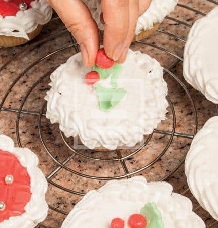 Dessert di Natale: Cupcake con decorazione in fondente