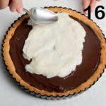 Crostata con farcia al latte condensato, caffè e cioccolato