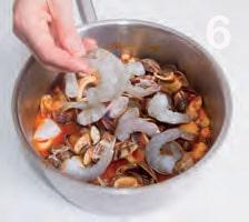 Zuppa di mare con vongole, polpo e gamberi