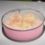 Torta di rose con farcia alla ricotta e alchermes