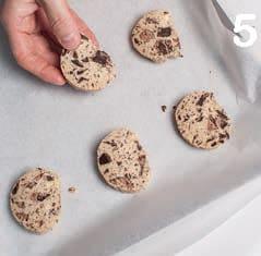 Cookies al cioccolato: ricetta dei biscotti americani