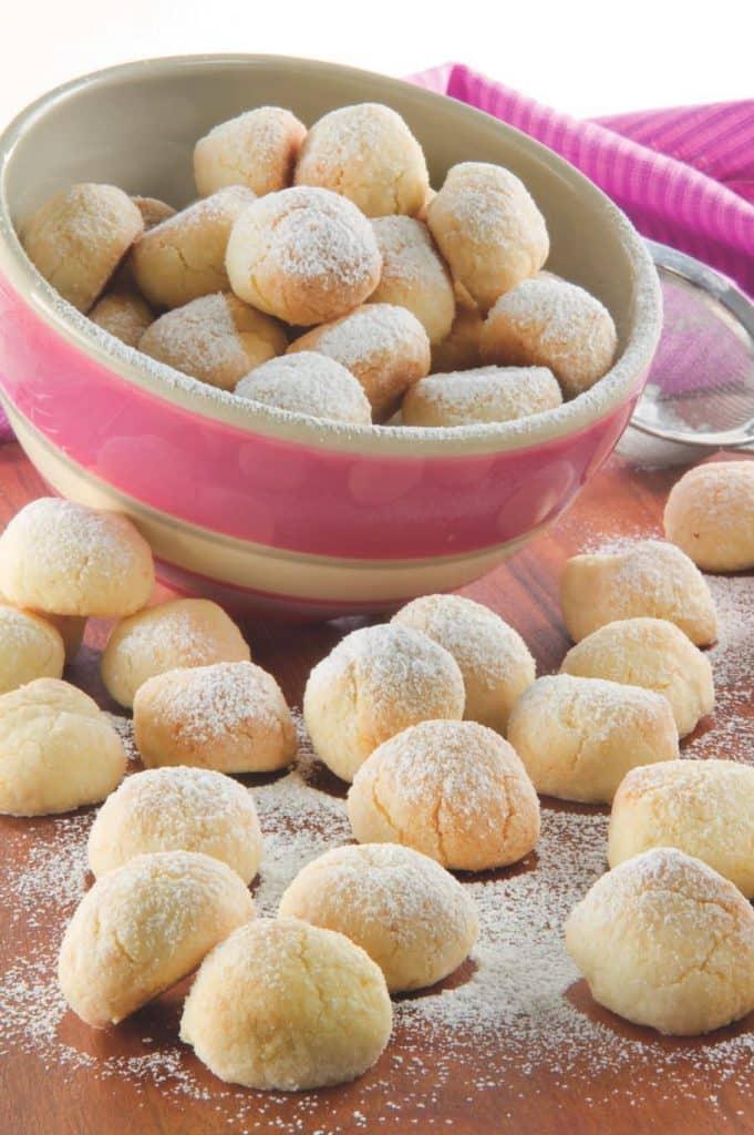 Palline con farina di cocco e riso: ricetta facile per biscotti