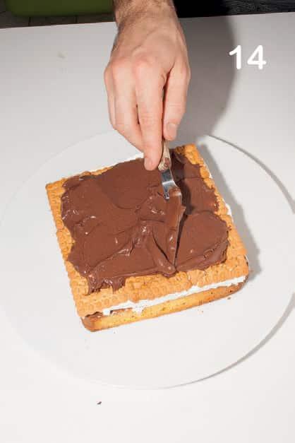 Torta vaniglia e caffè con copertura al cacao