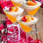 Coppe bicolore con gelatina di mandarini e panna
