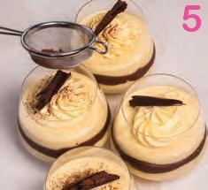 Coppe a strati con mascarpone all'arancia e crema al cioccolato