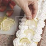 Crostata ricciola con crema al cioccolato bianco e fragole