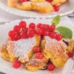 Frittata dolce con confettura, ribes freschi e uvetta