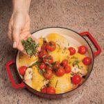 Cosce di pollo profumato con pomodorini a grappolo