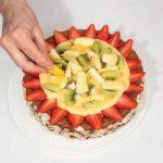 Torta senza glutine con crema alla vaniglia e frutta