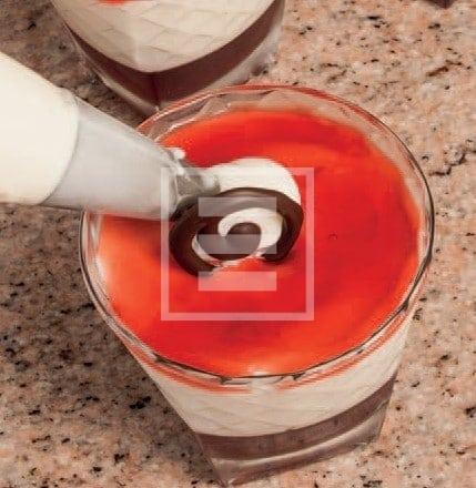 Coppe alla panna e salsa di melagrane