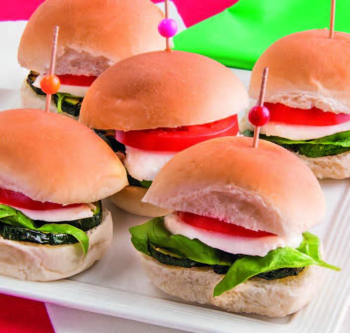 Panini tricolore con zucchine, mozzarella e pomodoro