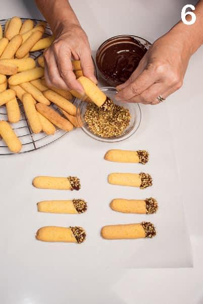 Biscotti lunghi con cioccolato fondente e granella di pistacchio