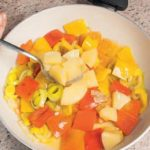 Maiale in agrodolce con ananas, peperoni e salsa di soia