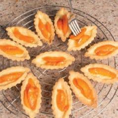Barchette con crema pasticcera, ricotta e frutta