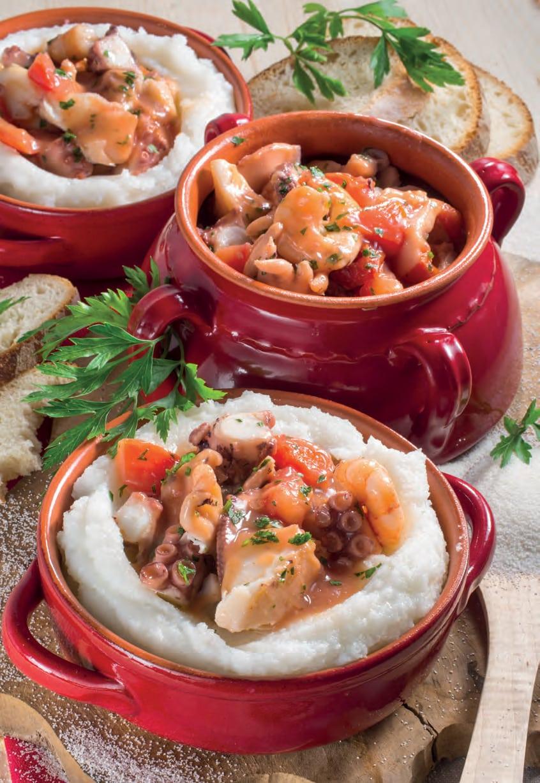 Polenta bianca con zuppa di polipo, nasello e gamberi