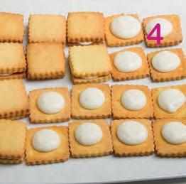 Biscotti farciti con crema di latte condensato