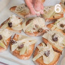 Crostini di pane con finocchi e provolone affumicato