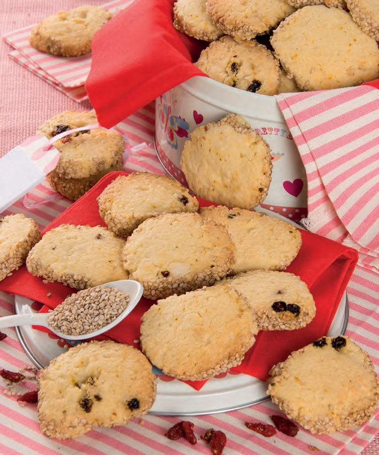 Biscotti all'arancia con bacche di goji e semi di sesamo