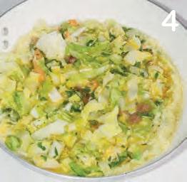 Frittata con tonno, insalata e scamorza grattugiata
